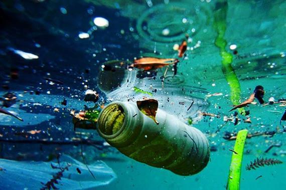 چه چیزی باعث آلودگی آب می شود؟